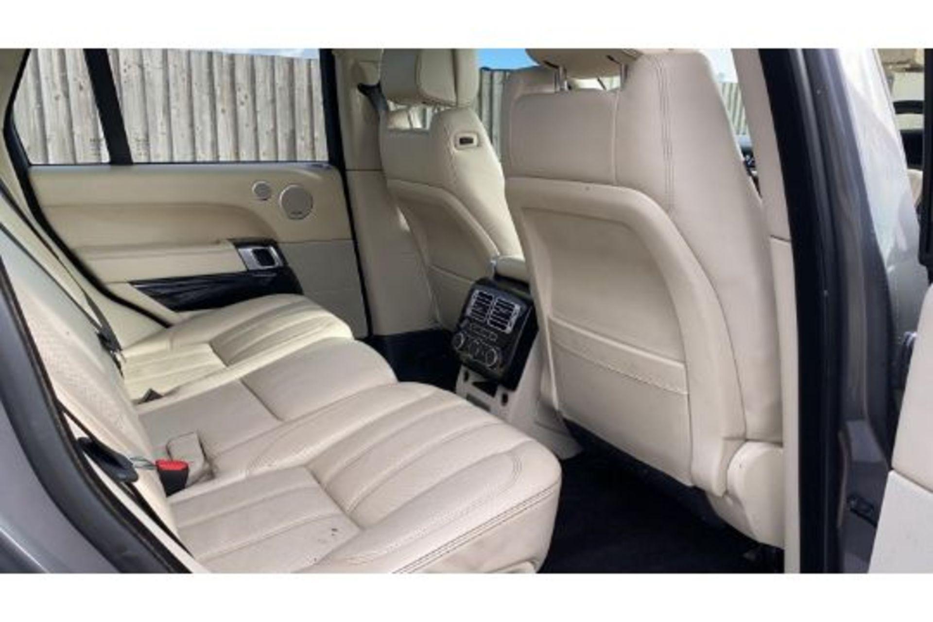 Range Rover Vogue 3.0 TDV6 SE Auto - Black Pack - NEW SHAPE - FULLY LOADED - Pan Roof - Image 17 of 30