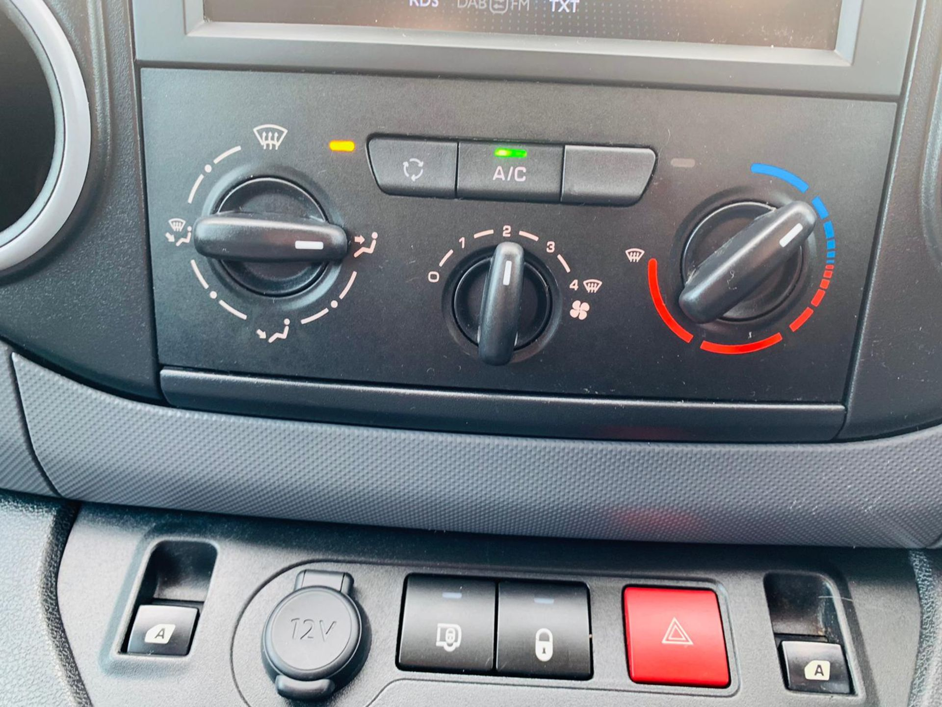 Peugeot Partner 1.6 HDI Professional 2017 Model - 1 Owner - Service Printout - Air Con - Image 19 of 23