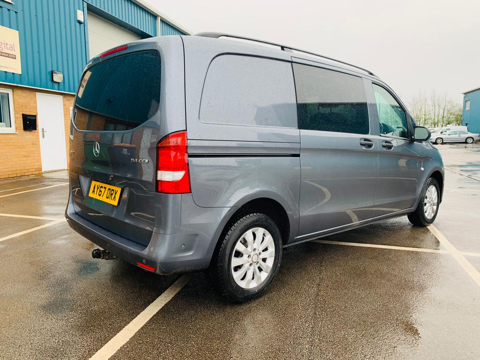Mercedes Vito 114 Bluetec Dualiner/Crew Van - Auto - Air Con - 2018 Model- 1 Owner From New - Image 9 of 30
