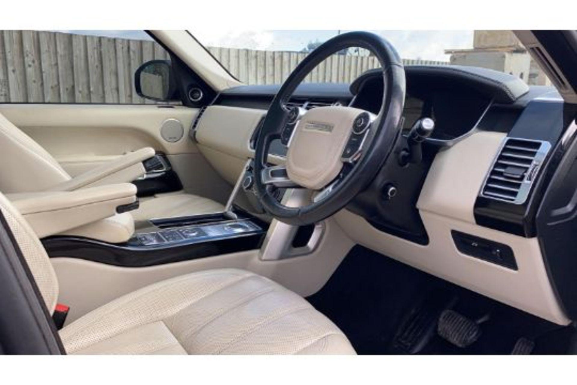 Range Rover Vogue 3.0 TDV6 SE Auto - Black Pack - NEW SHAPE - FULLY LOADED - Pan Roof - Image 12 of 30