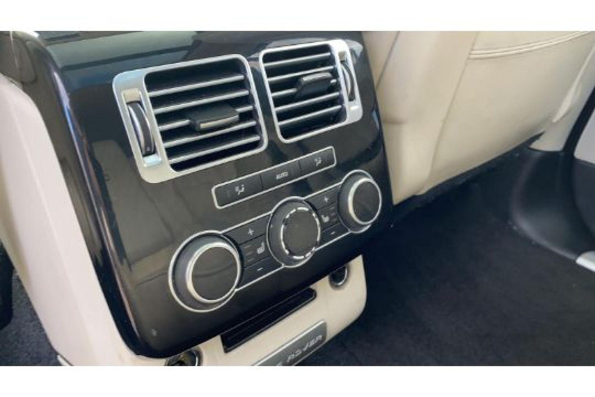 Range Rover Vogue 3.0 TDV6 SE Auto - Black Pack - NEW SHAPE - FULLY LOADED - Pan Roof - Image 20 of 30
