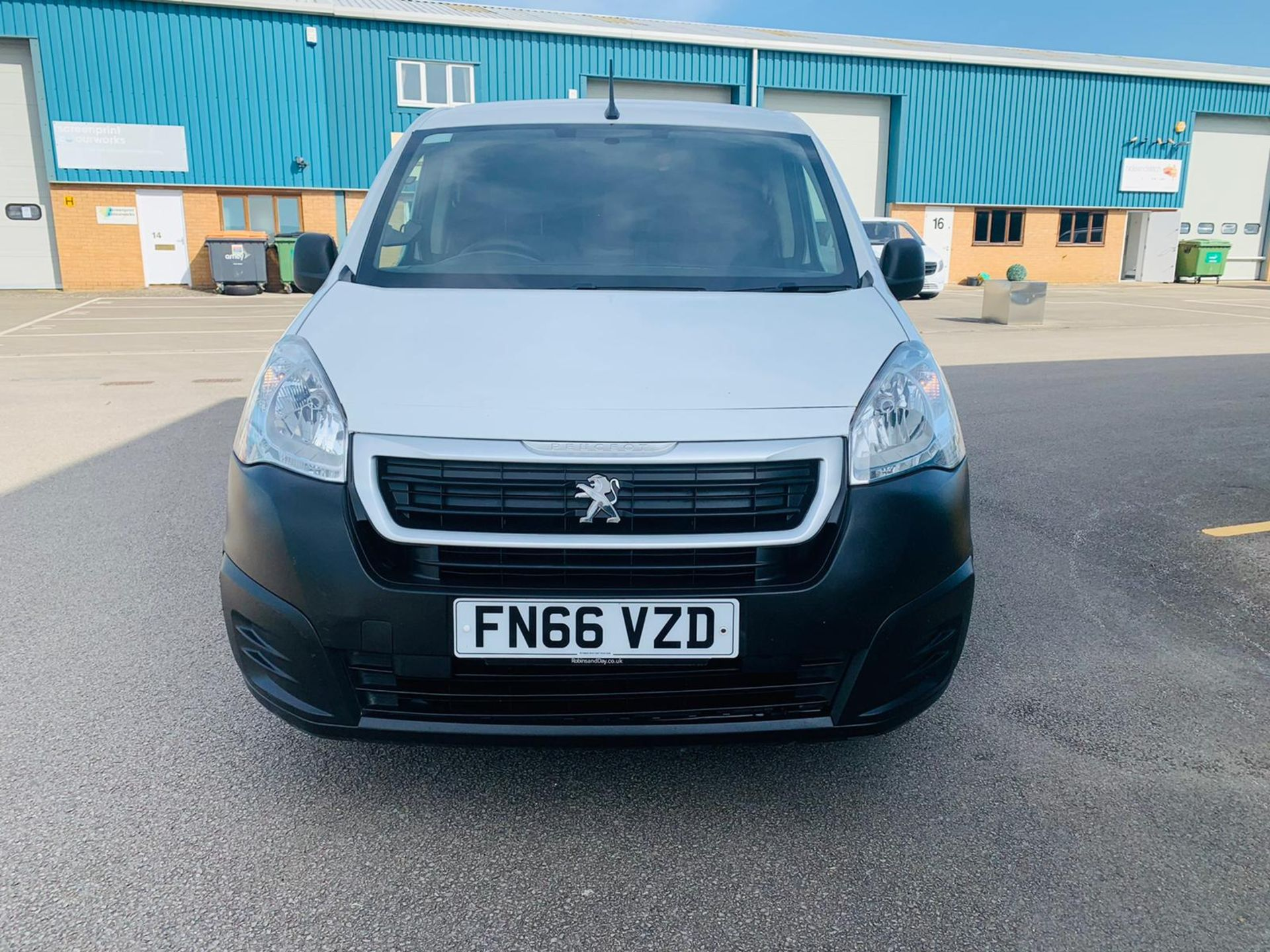 Peugeot Partner 1.6 HDI Professional 2017 Model - 1 Owner - Service Printout - Air Con - Image 5 of 23