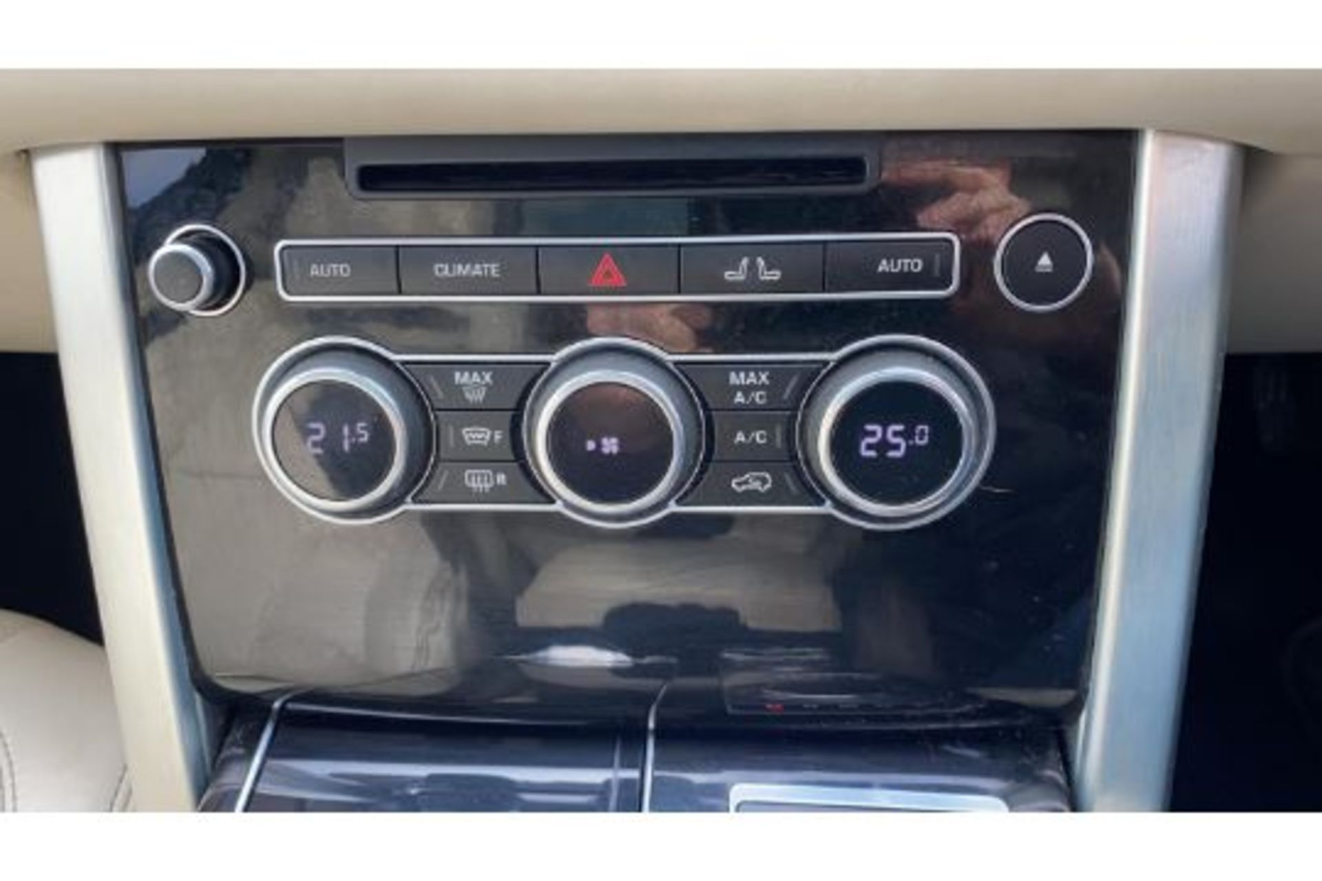 Range Rover Vogue 3.0 TDV6 SE Auto - Black Pack - NEW SHAPE - FULLY LOADED - Pan Roof - Image 26 of 30