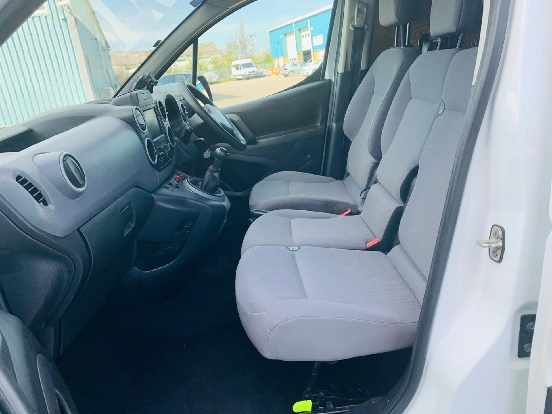 Peugeot Partner 1.6 HDI Professional 2017 Model - 1 Owner - Service Printout - Air Con - Image 13 of 23