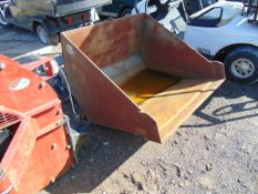 FORKLIFT MOUNTED LOADER BUCKED C/W BACKPLATE AND RAMS