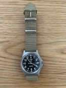 V. RARE 0552 ROYAL MARINES ISSUE SERVICE WATCH NATO MARKED/ BROAD ARROW DATED 1990 (GULF WAR)