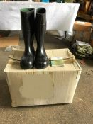 5 Pairs Unissued Oil/Chemical Resistant Rubber Boots ( Wellingtons ) Size 10 in original packing