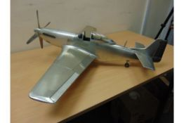 SUPERB DETAILED SCALE MODEL OF WW2 P51 MUSTANG IN POLISHED ALUMINIUM WITH RETACTABLE UNDERCARIAGE