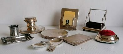 An assortment of Edwardian silver items to include a cigarette case, compact capstan (no insert),