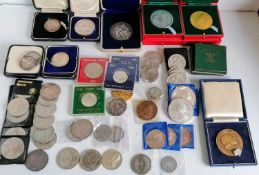 A quantity of commemorative coins, crowns and medallions, mostly relating to the Royal Family, etc