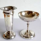 A George V silver vase with wavy rim on a weighted base by Synyer & Beddoes, Birmingham, 1915 and