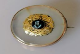 A Victorian oval gold-framed memorial brooch with etched decoration, unmarked, 30mm x 20mm, 8.8g