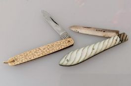 An Edwardian twin-bladed penknife with etched floral decoration by E Baker & Son, Chester, 1908, 7