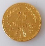 A 1928 Austrian 25 schilling gold coin, 5.89g