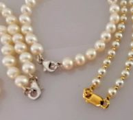 A cultured pearl necklace and bracelet set; the necklace of seventy 6-6.5mm cultured cream pearls on