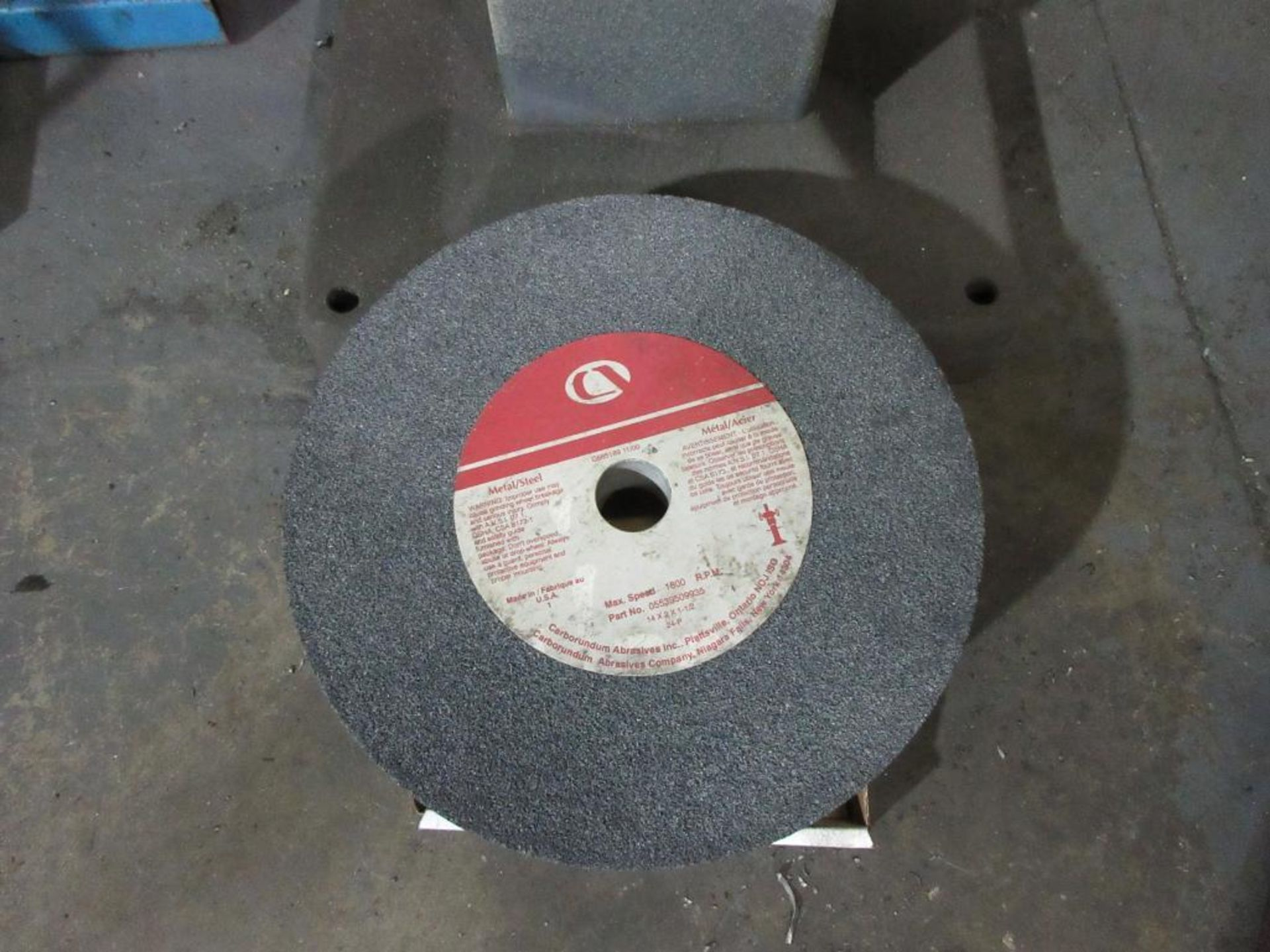 BALDOR DUAL PEDESTAL GRINDER 3 HP, SPARE GRINDING WHEEL - Image 4 of 4