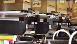 Tonejet 8 Station Printer. Tonejet 4-color 8-Pod Assemblies 60 cans per minute, fully variable imagi