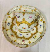 Meissen B Form mit Streublümchen 3- teilige Kaffee Gedeck