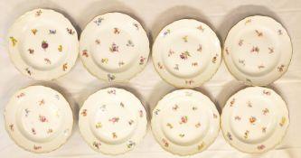 8 Meissen Desserttellern mit Streublümchen