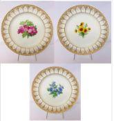 KPM drei Teller mit gotischen Bögen