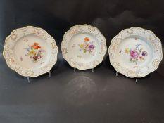 Drei tiefe Teller, Meissen, mit Blumenmalerei