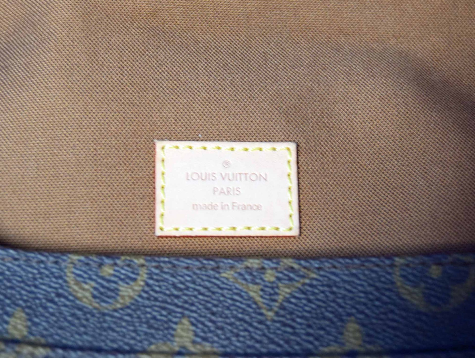 A LOUIS VUITTON Messenger Bosphore Cross Body Shoulder Bag in Chocolate Brown/Camel Leather with - Image 7 of 7