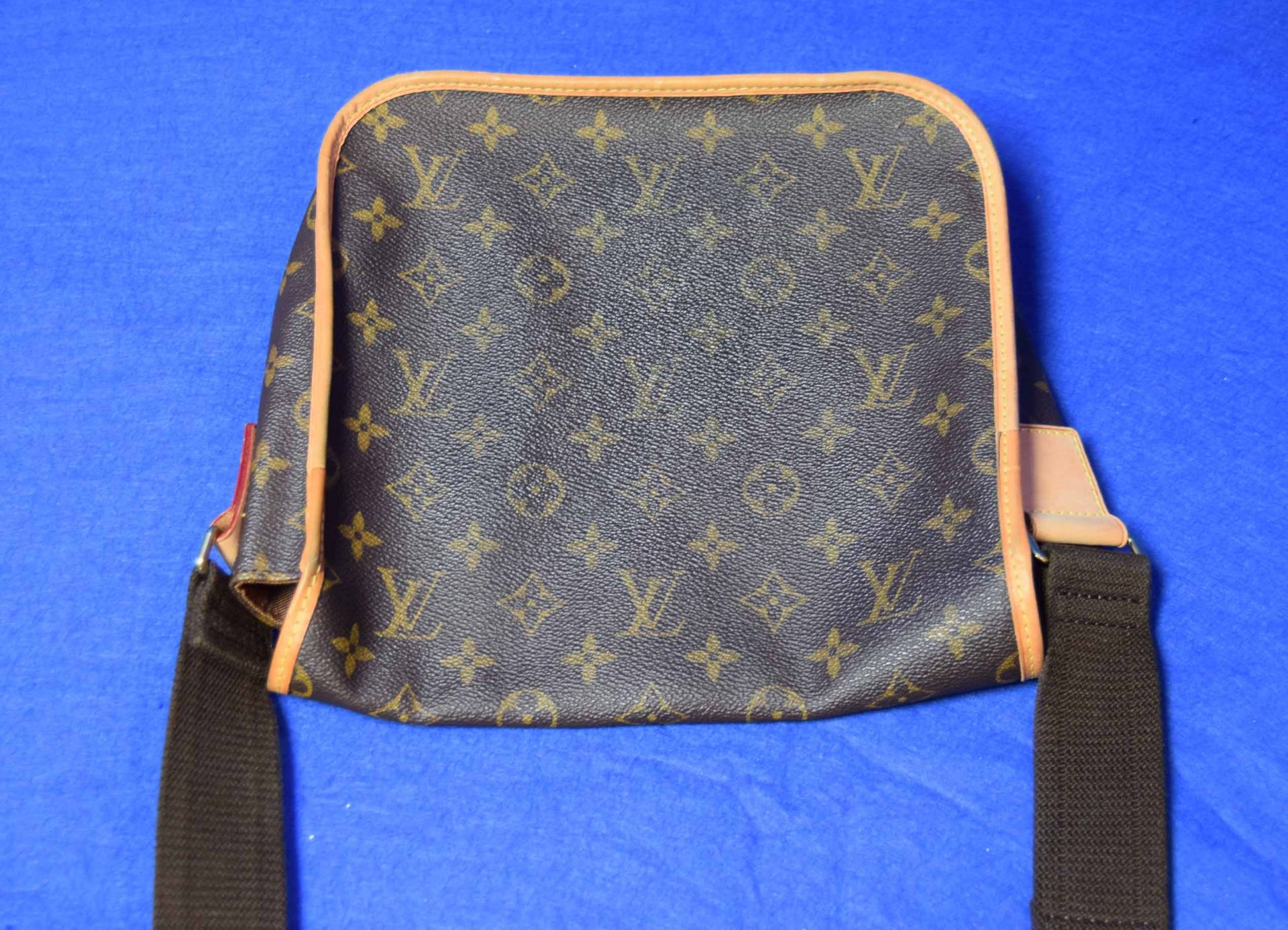A LOUIS VUITTON Messenger Bosphore Cross Body Shoulder Bag in Chocolate Brown/Camel Leather with - Image 3 of 7