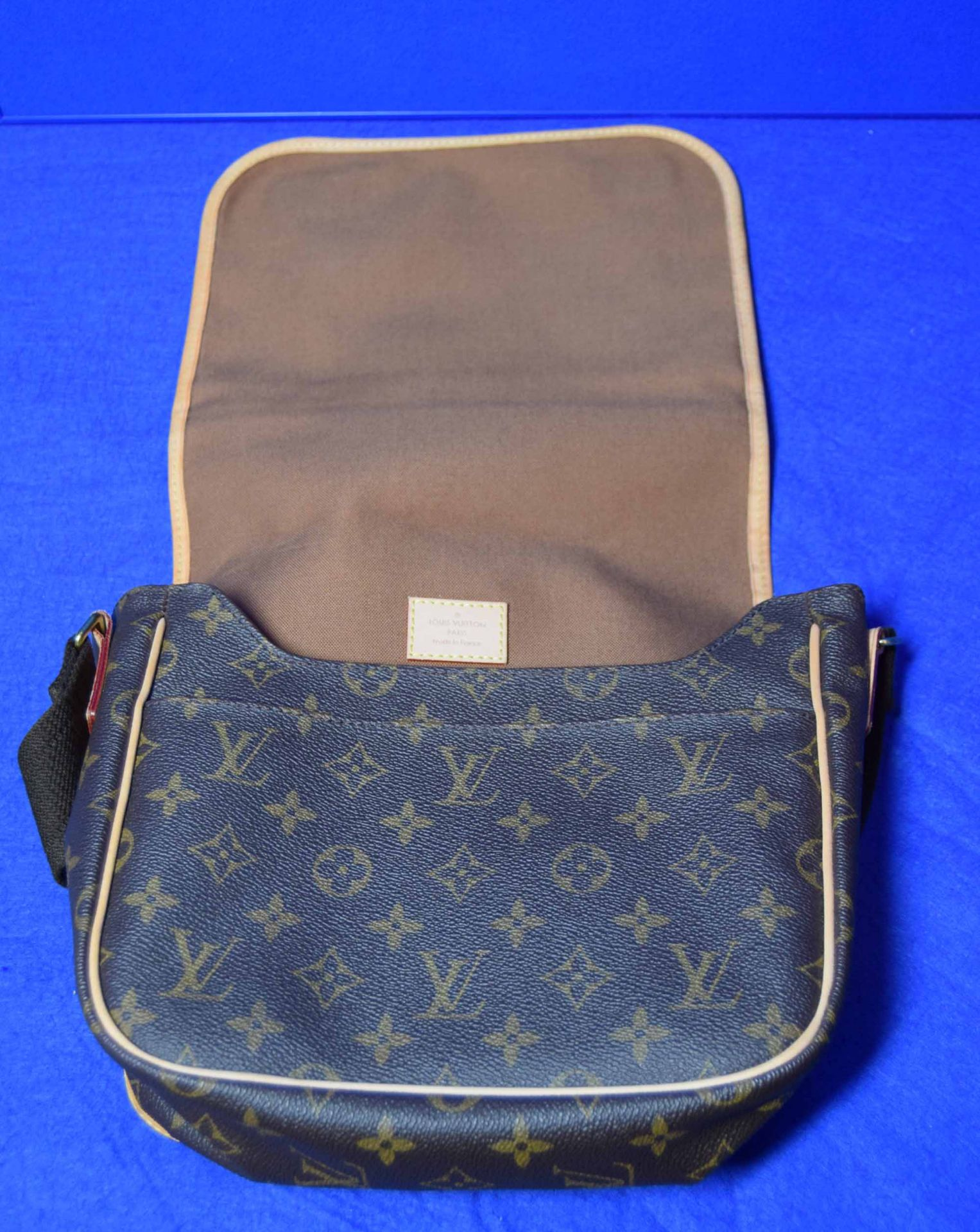 A LOUIS VUITTON Messenger Bosphore Cross Body Shoulder Bag in Chocolate Brown/Camel Leather with - Image 5 of 7