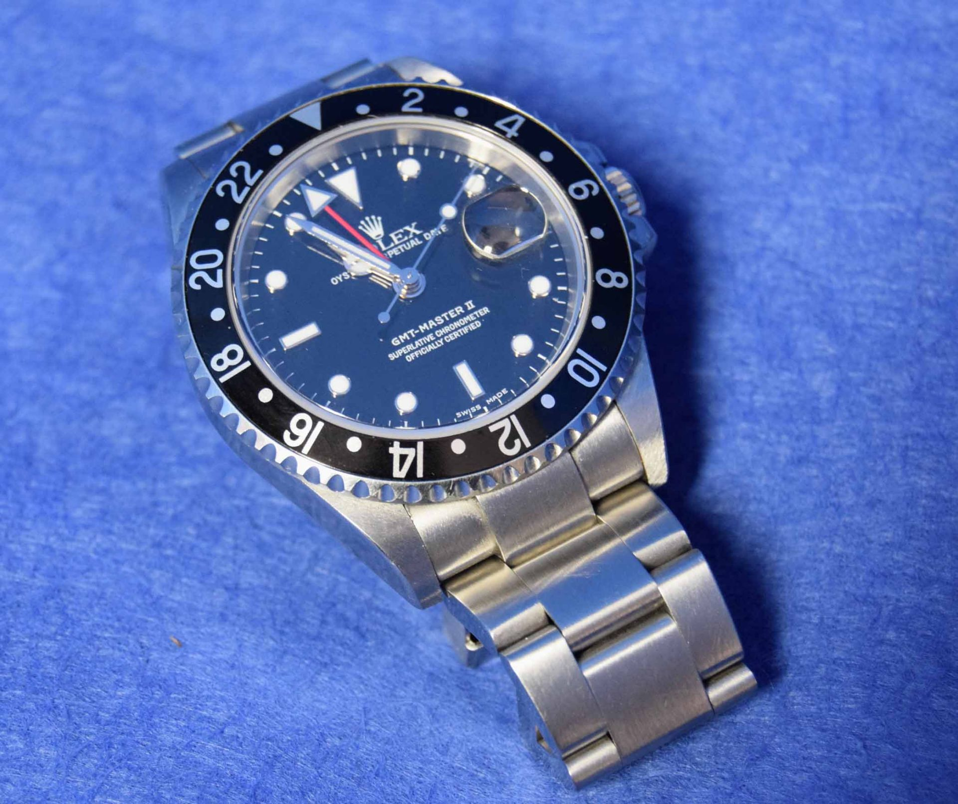 A ROLEX GMT-Master II Watch in a 40mm dia. Oyster Steel Case, with a Black Dial surrounded by a - Image 4 of 7