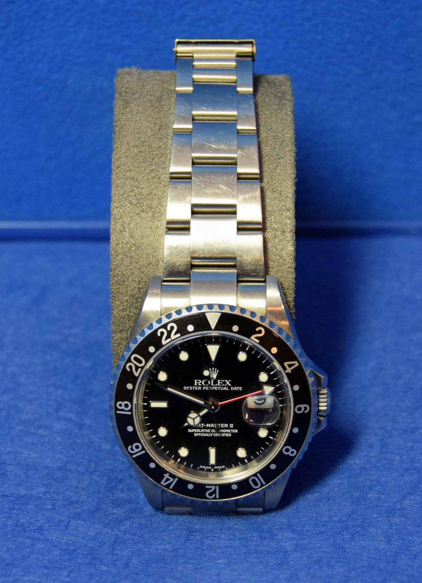 A ROLEX GMT-Master II Watch in a 40mm dia. Oyster Steel Case, with a Black Dial surrounded by a - Image 3 of 7