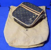 A LOUIS VUITTON Messenger Bosphore Cross Body Shoulder Bag in Chocolate Brown/Camel Leather with