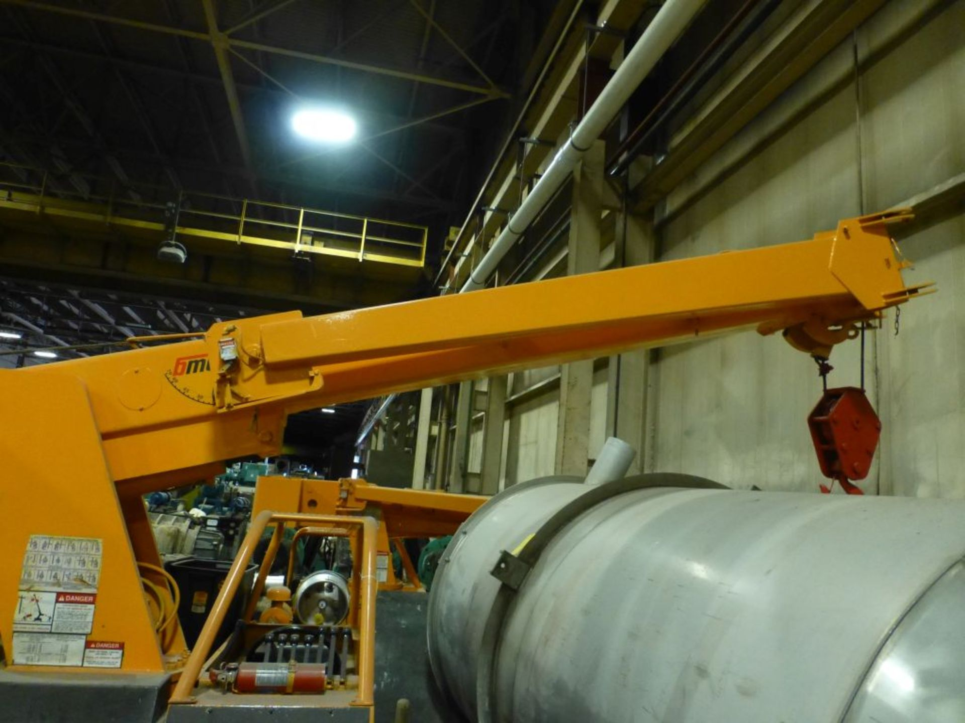 Broderson Manufacturing Corp Crane | Model No. IC-80-3F; 1,500 Hours; 4-Wheel Steer, 2-Wheel - Image 2 of 17
