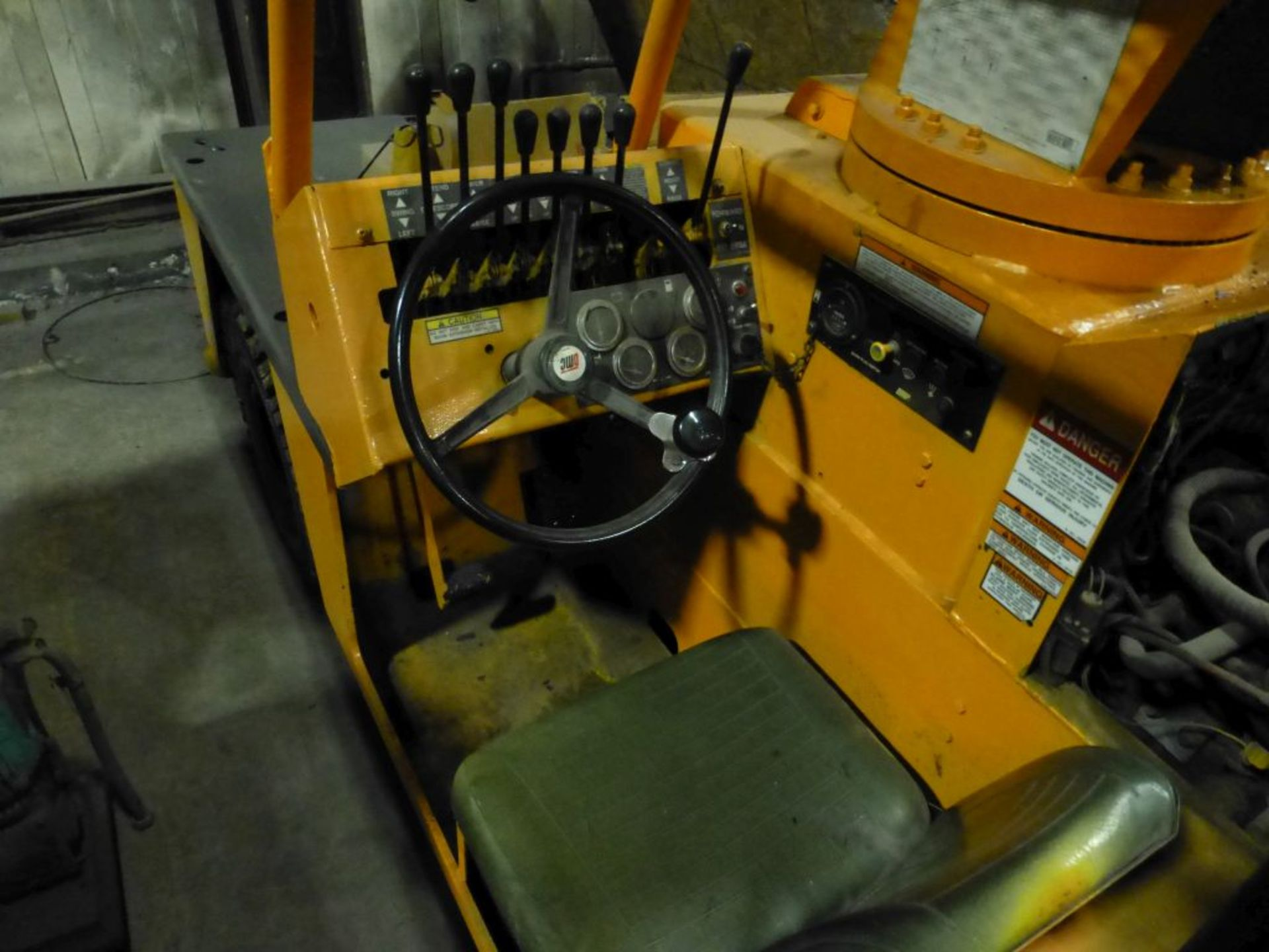 Broderson Manufacturing Corp Crane | Model No. IC-35-2C; S/N: 43875; 3,500 Hours; Gas Engine: - Image 6 of 17