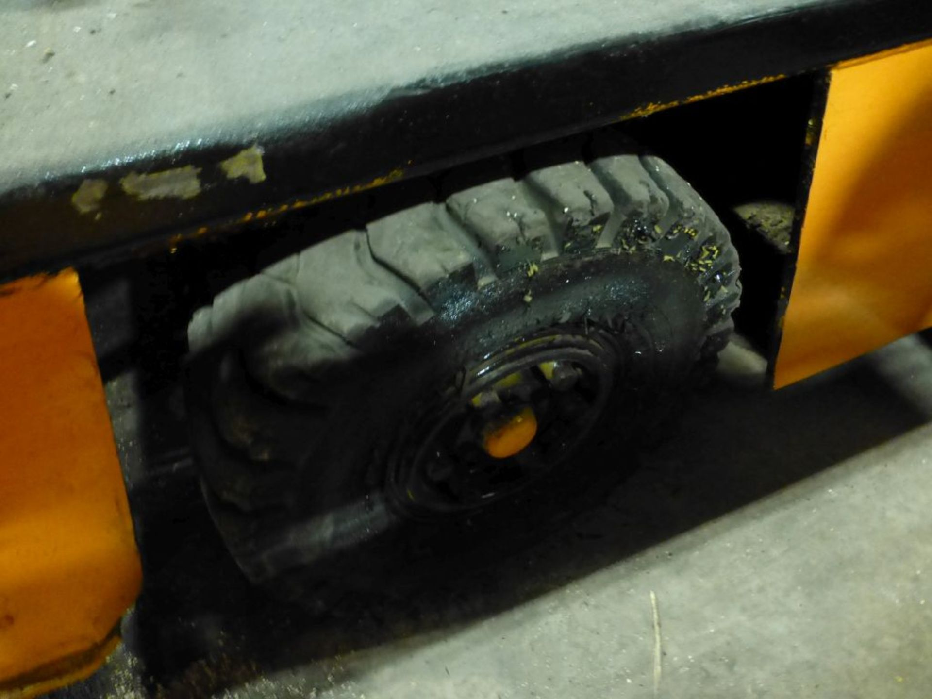Broderson Manufacturing Corp Crane | Model No. IC-35-2C; S/N: 43875; 3,500 Hours; Gas Engine: - Image 16 of 17