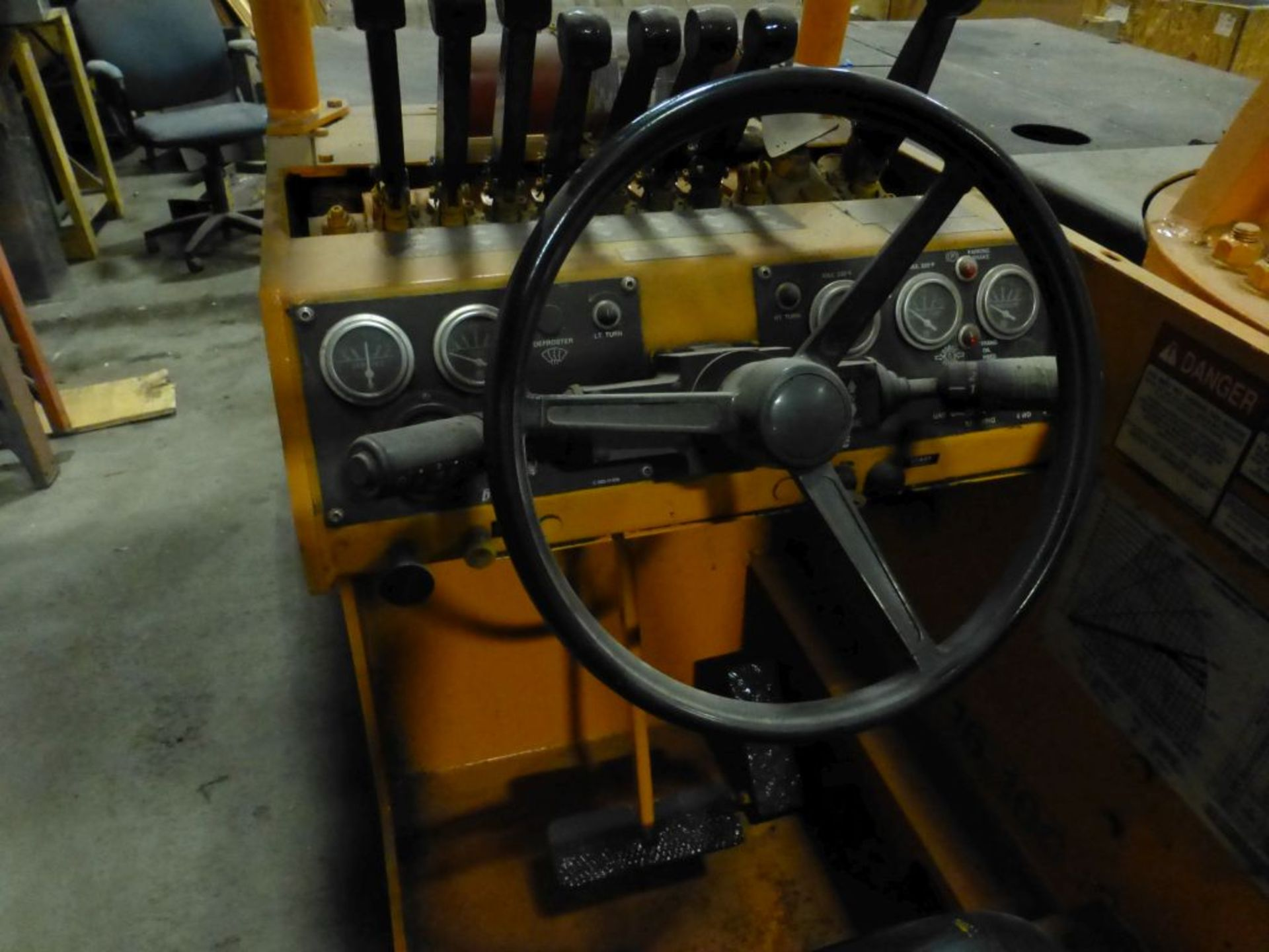 Broderson Manufacturing Corp Crane | Model No. IC-80-3F; 1,500 Hours; 4-Wheel Steer, 2-Wheel - Image 5 of 17
