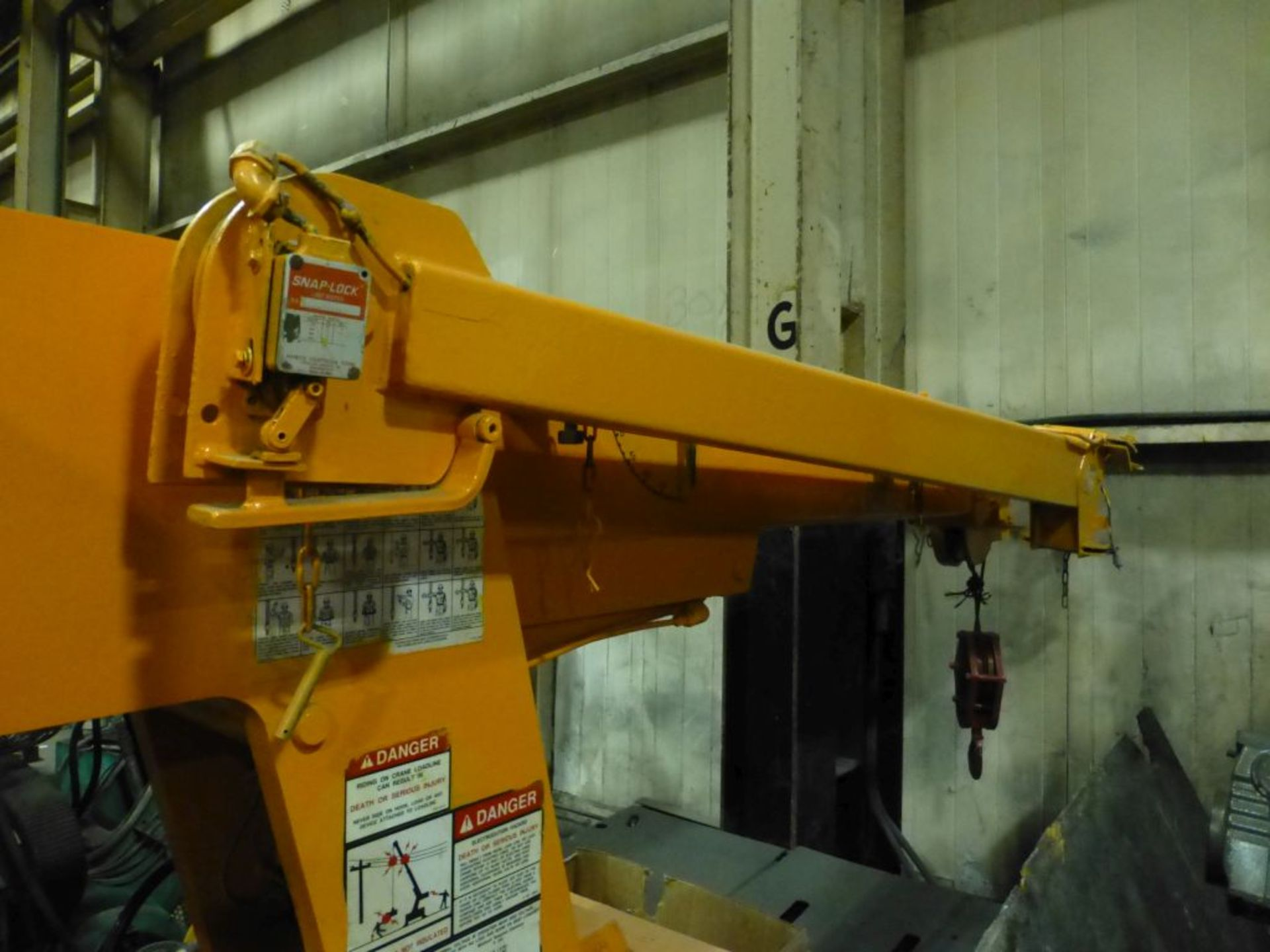 Broderson Manufacturing Corp Crane | Model No. IC-35-2C; S/N: 43875; 3,500 Hours; Gas Engine: - Image 4 of 17