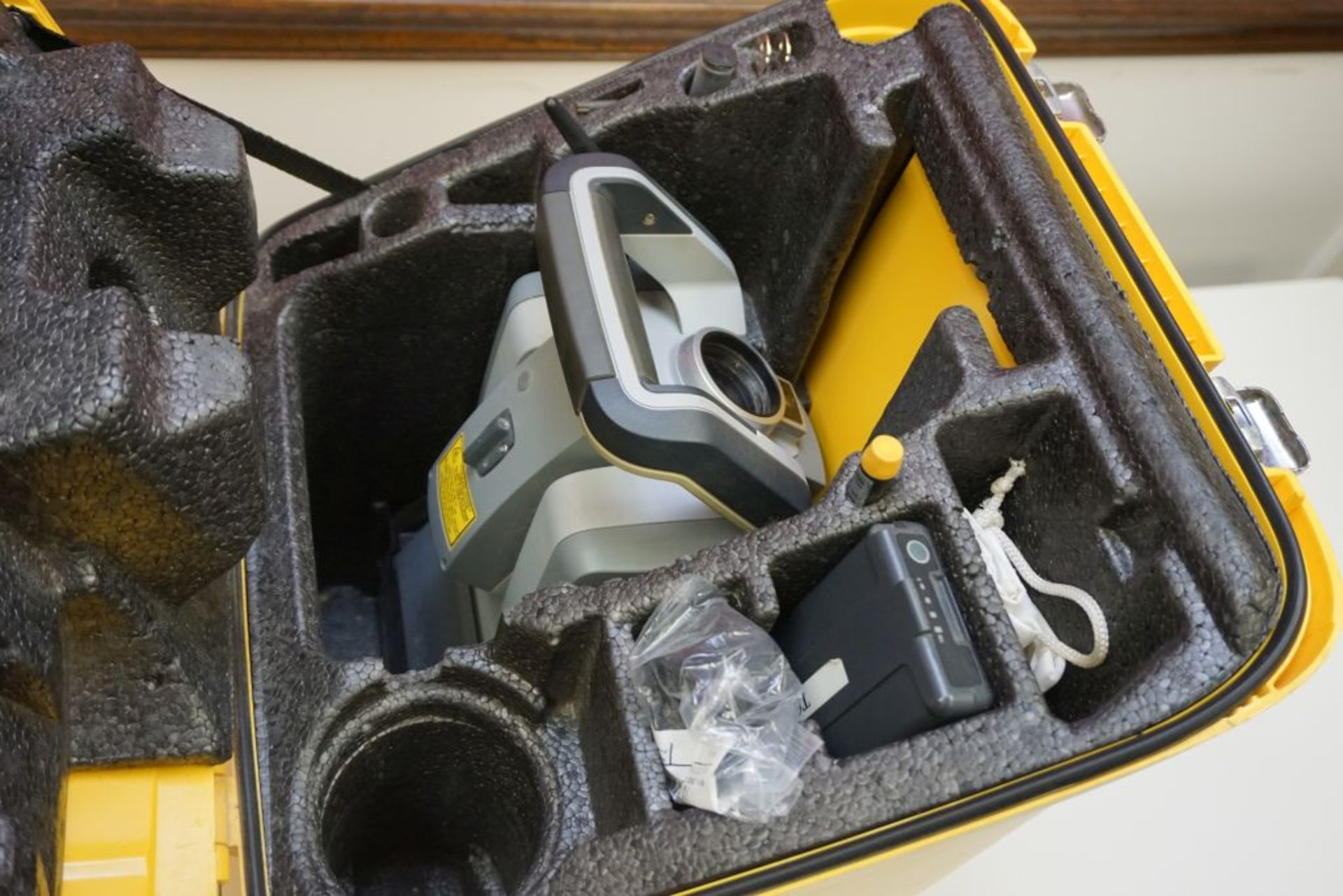"Trimble S9 Total Station | Available 0.5"" or 1"" angle accuracy, Case; S/N: 38310177 - Image 3 of 12"