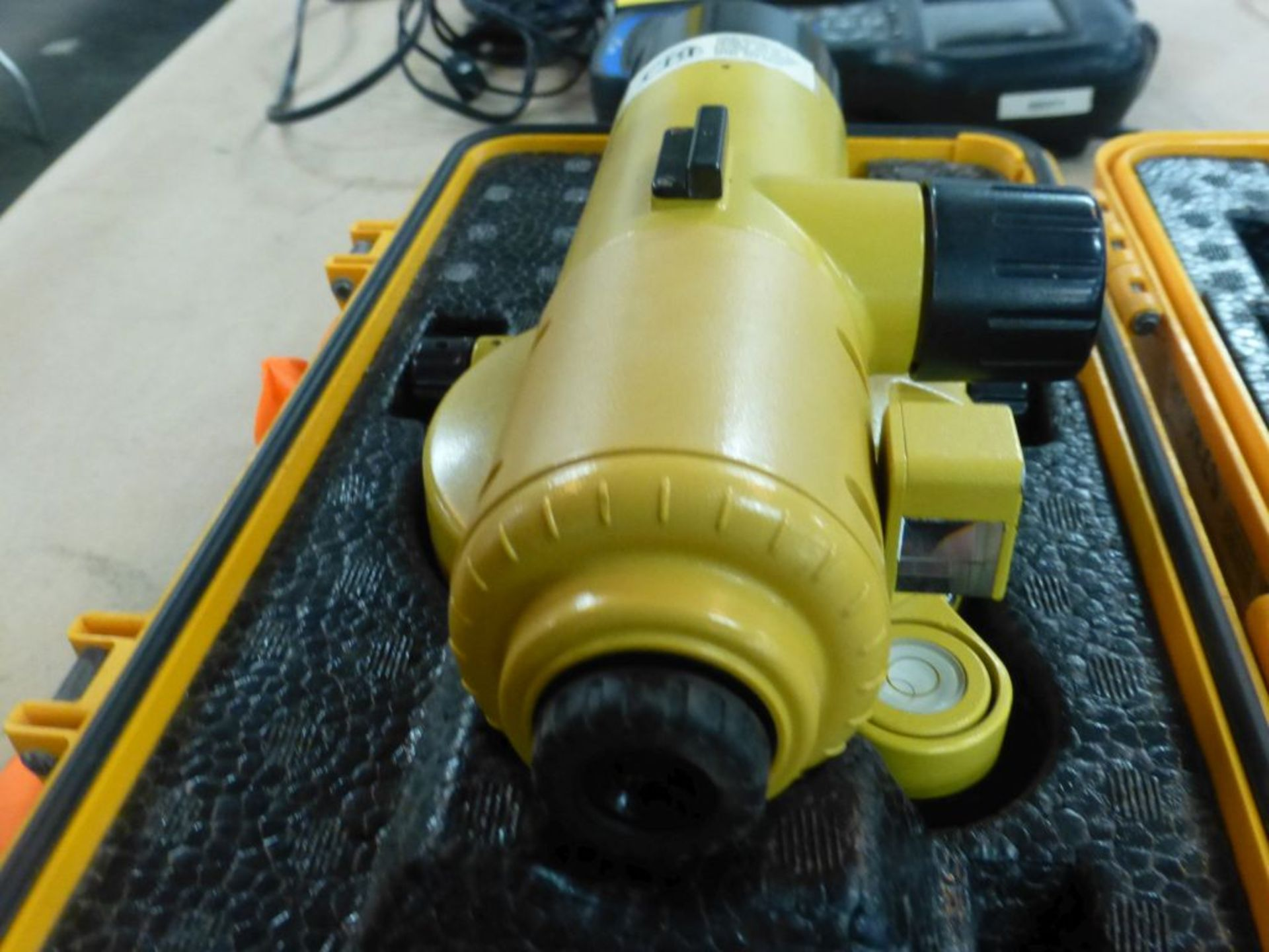 Topcon AT-G2A Auto Level | Case - Image 7 of 10