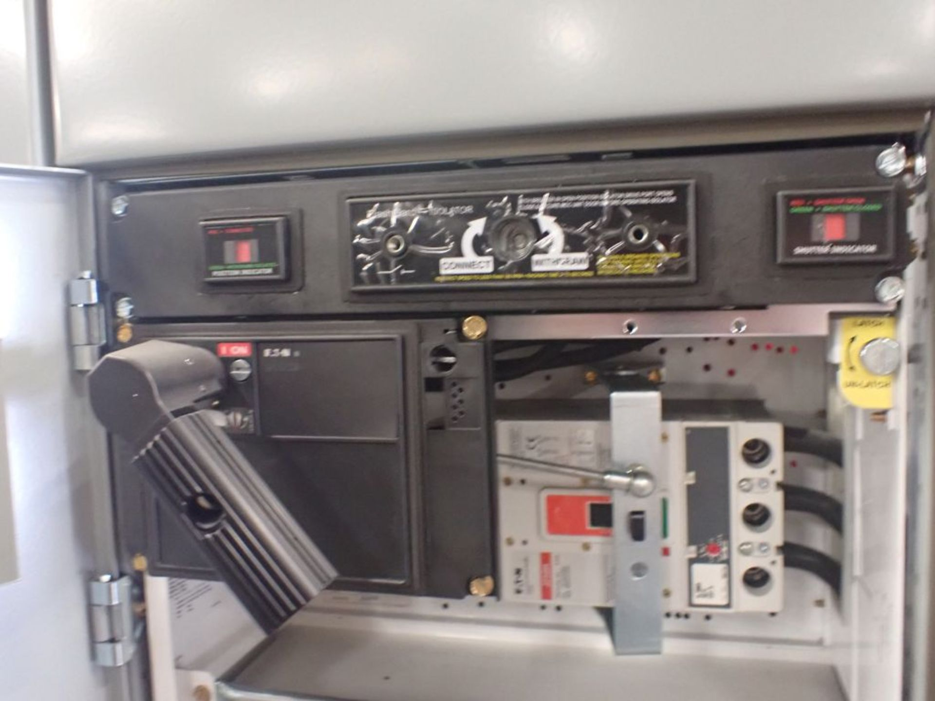 Eaton Freedom 2100 Series Motor Control Center   (2) F206-15A-10HP; (1) F206-30A-10HP; (1) FDRB- - Image 40 of 61