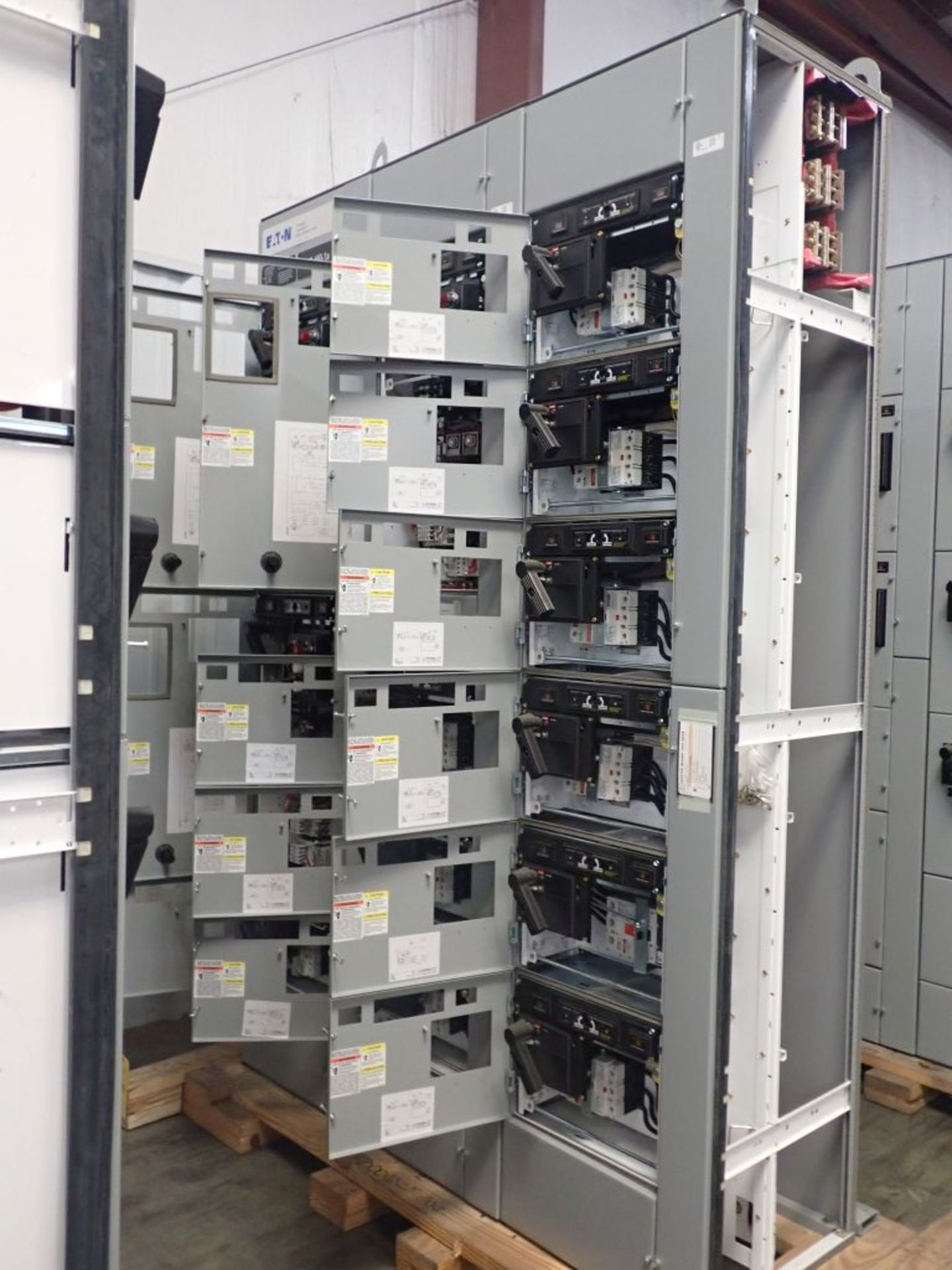 Eaton Freedom Flashgard Motor Control Center   (3) F216-15A-10HP; (1) FDRB-125A, with 150A - Image 5 of 57