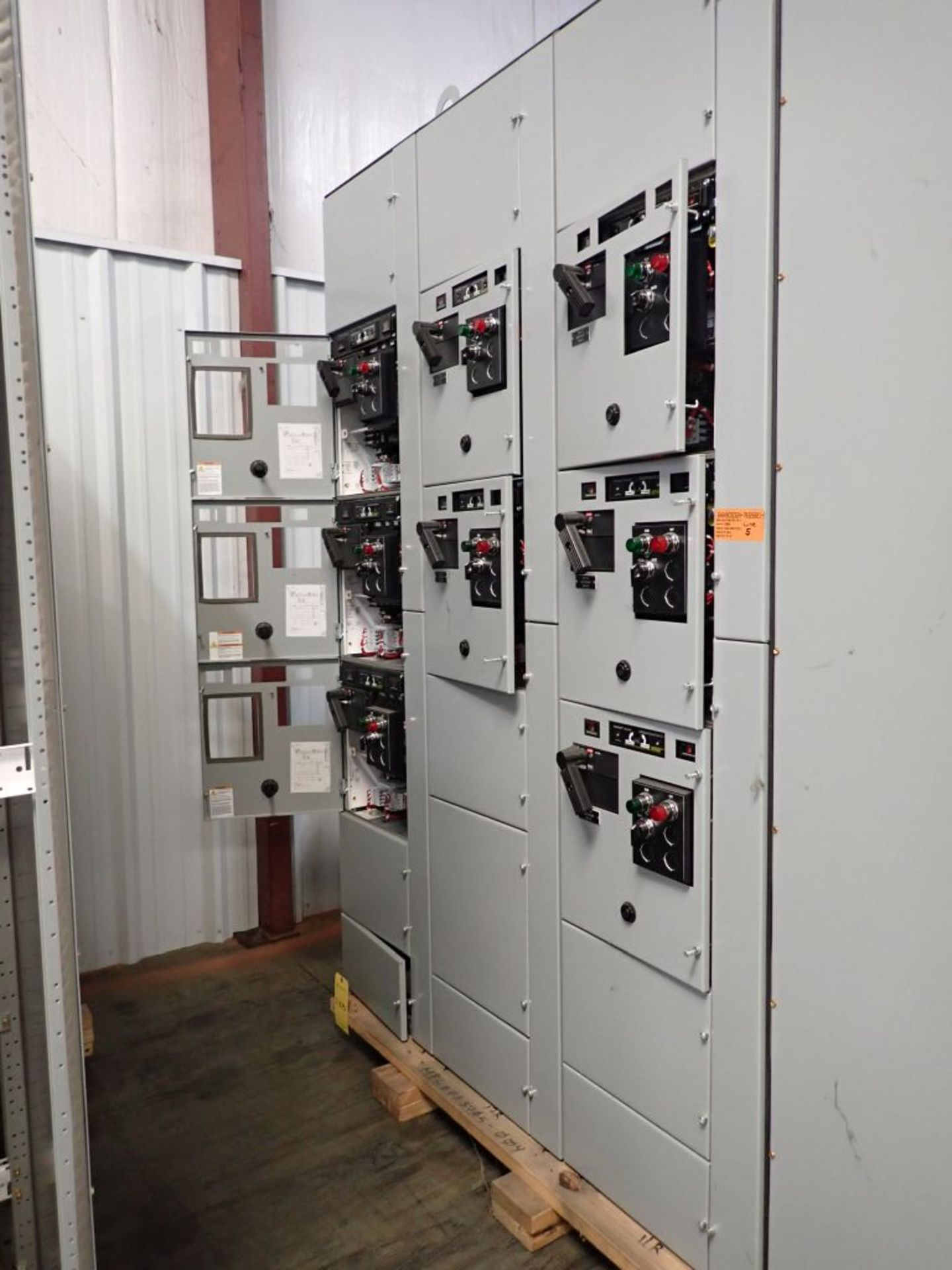 Eaton Freedom 2100 Series Motor Control Center | (11) F206-30A-10HP; (5) F206-15A-10HP; (1) SVX900- - Image 7 of 102