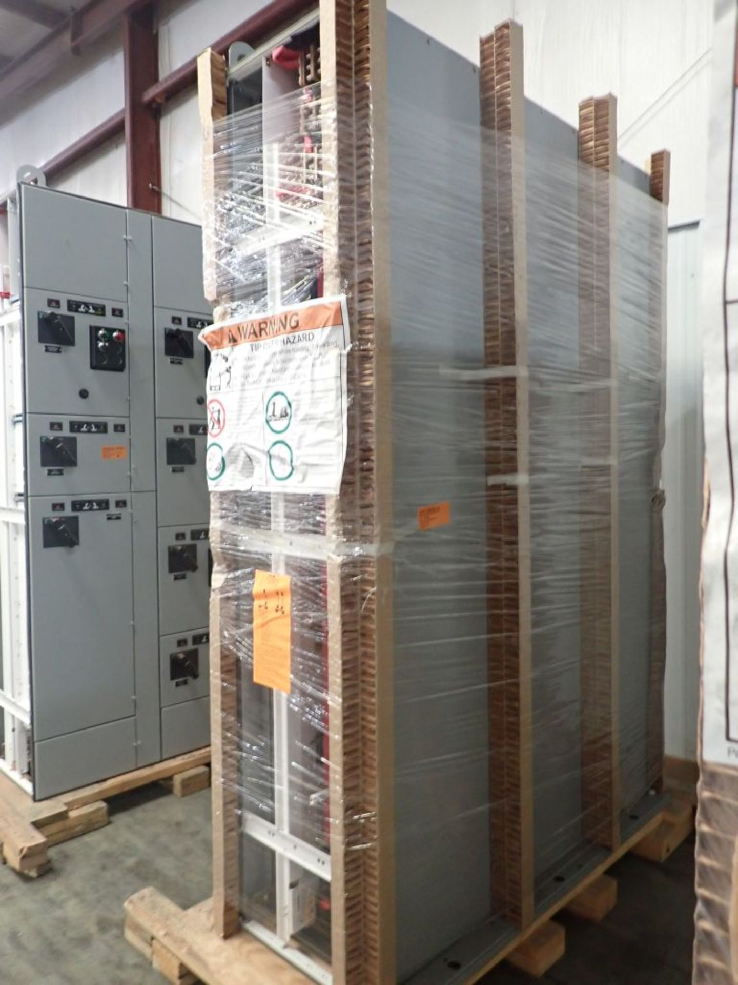 Eaton Freedom Flashgard Motor Control Center   (3) F216-15A-10HP; (1) FDRB-125A, with 150A - Image 4 of 57