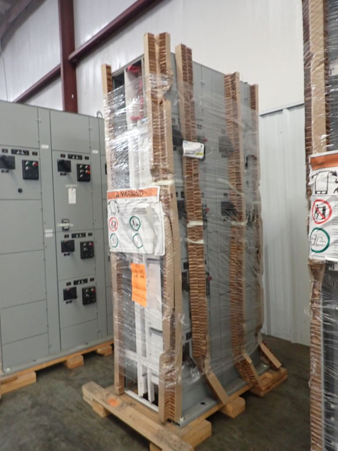 Eaton Freedom 2100 Series Motor Control Center | (2) F206-7A-10HP; (3) F206-15A-10HP; (1) FDRB-100A; - Image 6 of 87