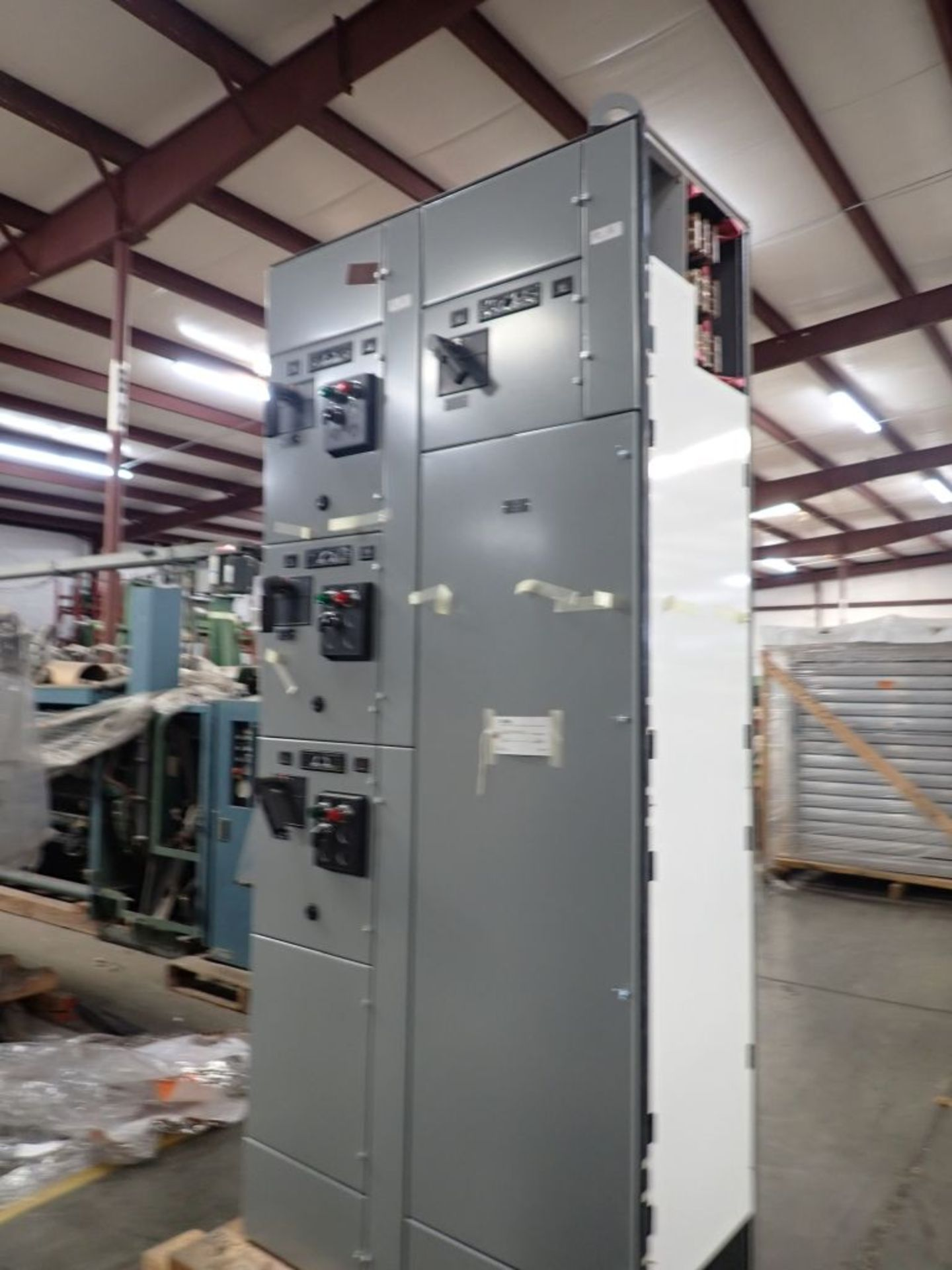 Eaton Freedom 2100 Series Motor Control Center   (2) F206-15A-10HP; (1) F206-30A-10HP; (1) FDRB- - Image 6 of 61