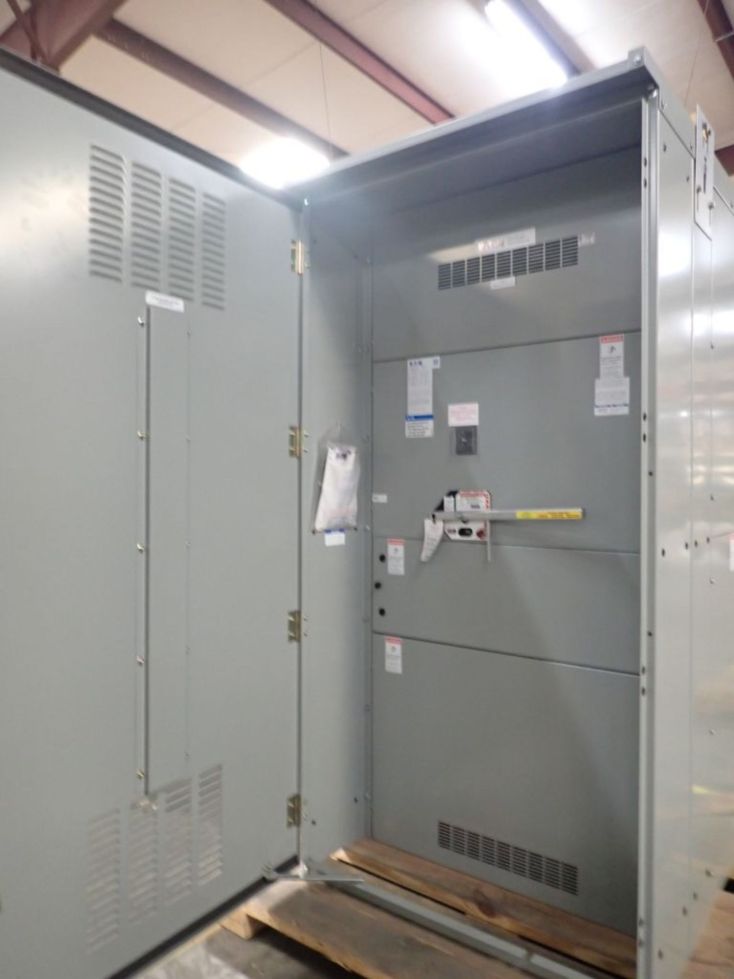 Eaton Pow-R-Line Switchboard   PRL-C; 480V; 3 PH; (1) Pringle Bolted Pressure Switch, 2500A, Cat No. - Image 9 of 13