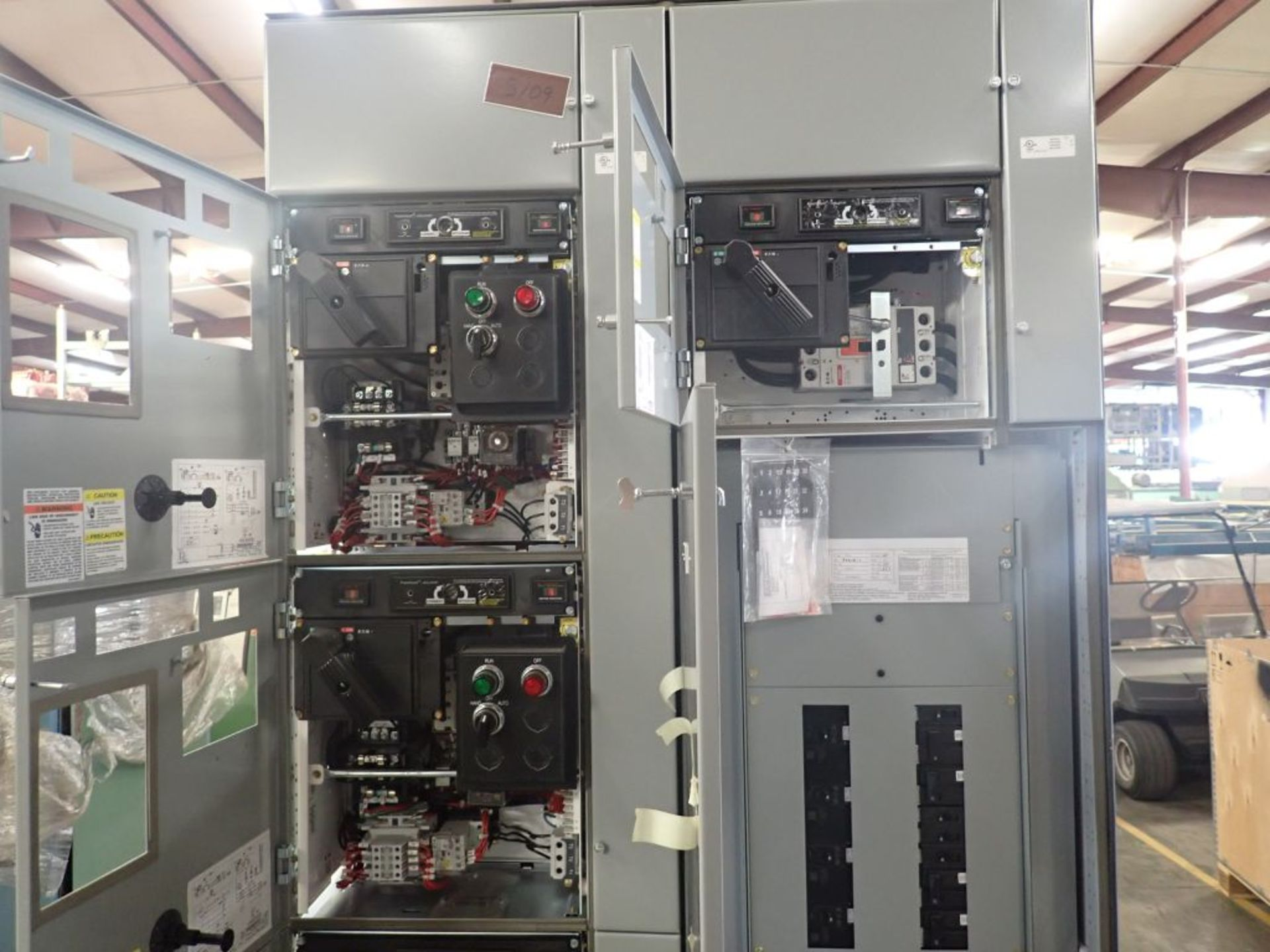 Eaton Freedom 2100 Series Motor Control Center   (2) F206-15A-10HP; (1) F206-30A-10HP; (1) FDRB- - Image 15 of 61