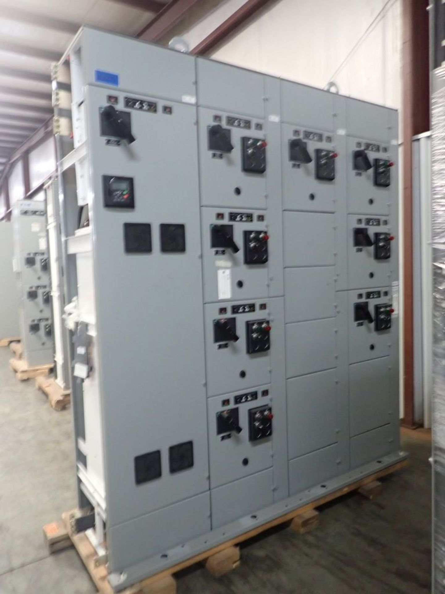 Eaton Freedom 2100 Series Motor Control Center | (11) F206-30A-10HP; (5) F206-15A-10HP; (1) SVX900- - Image 3 of 102