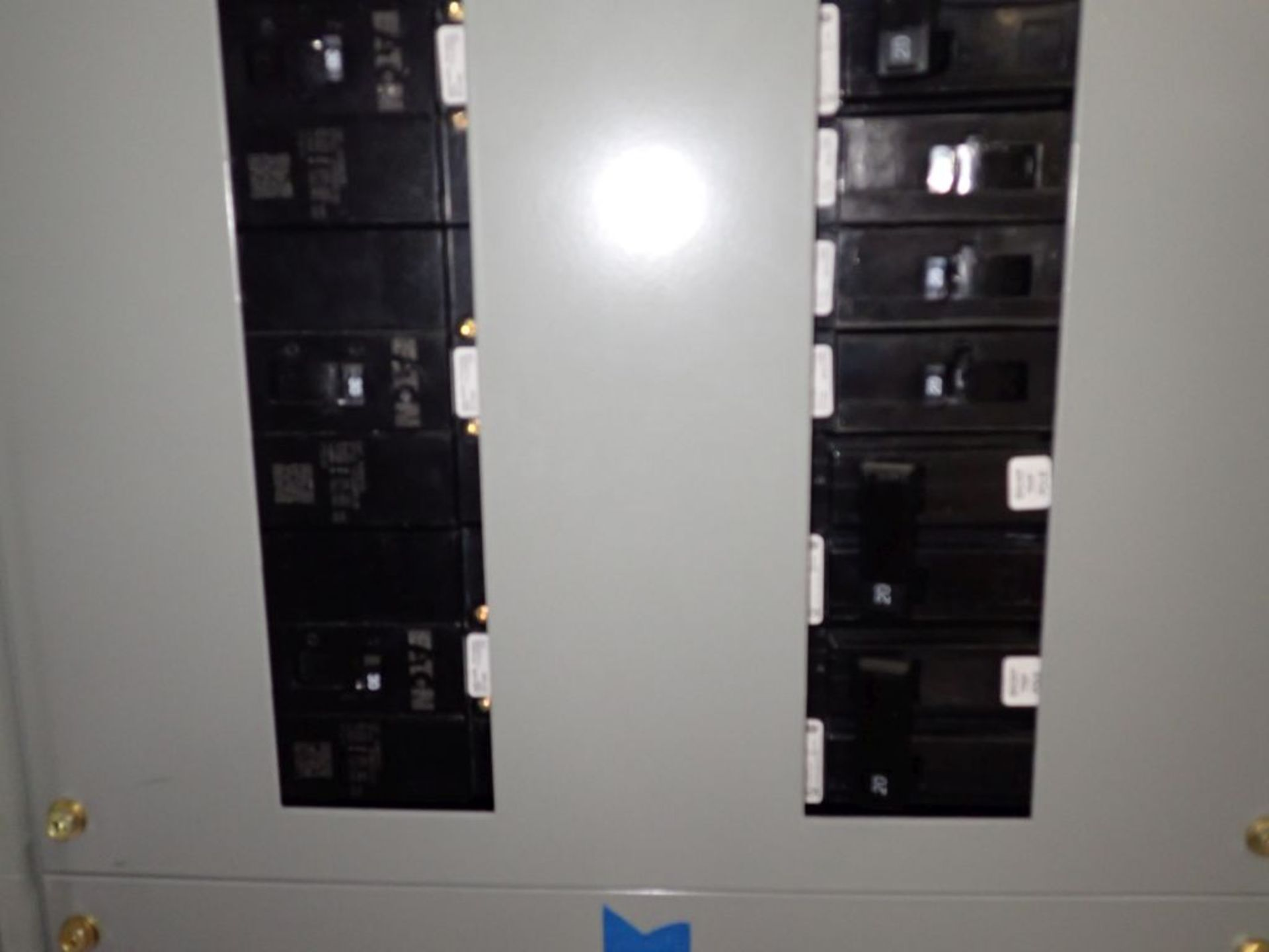 Eaton Freedom 2100 Series Motor Control Center   (2) F206-15A-10HP; (1) F206-30A-10HP; (1) FDRB- - Image 47 of 61