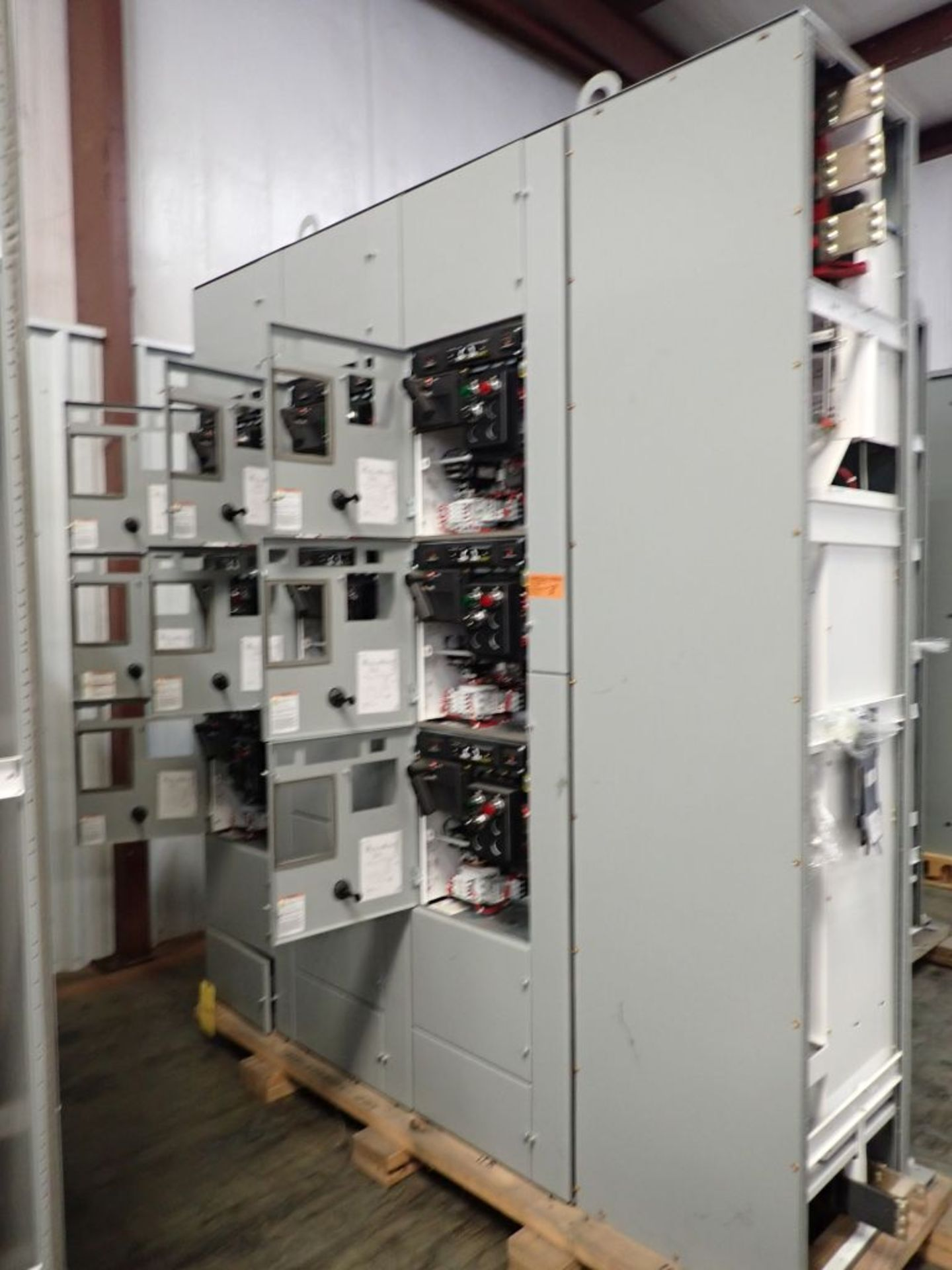 Eaton Freedom 2100 Series Motor Control Center | (11) F206-30A-10HP; (5) F206-15A-10HP; (1) SVX900- - Image 5 of 102
