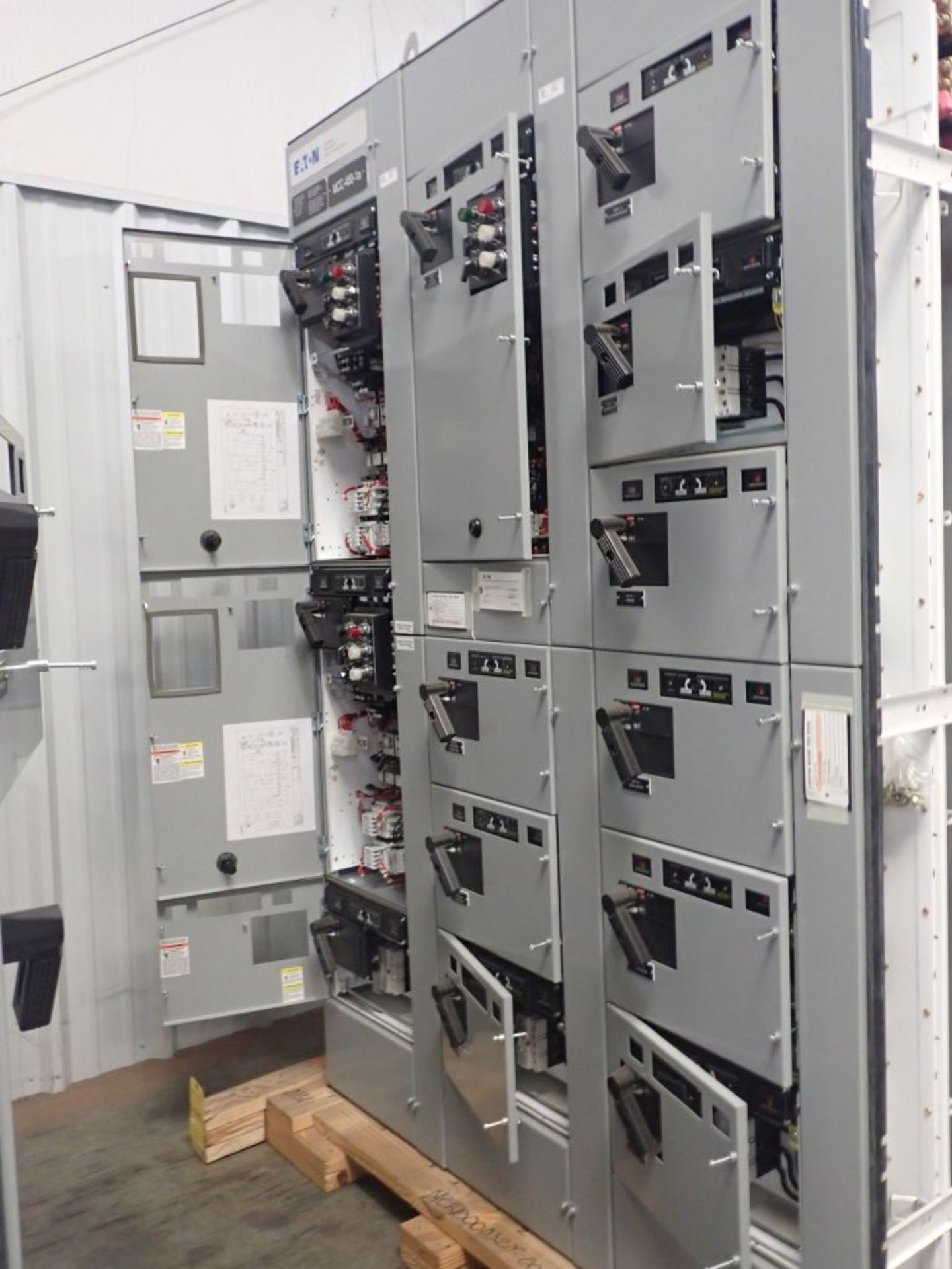 Eaton Freedom Flashgard Motor Control Center   (3) F216-15A-10HP; (1) FDRB-125A, with 150A - Image 6 of 57